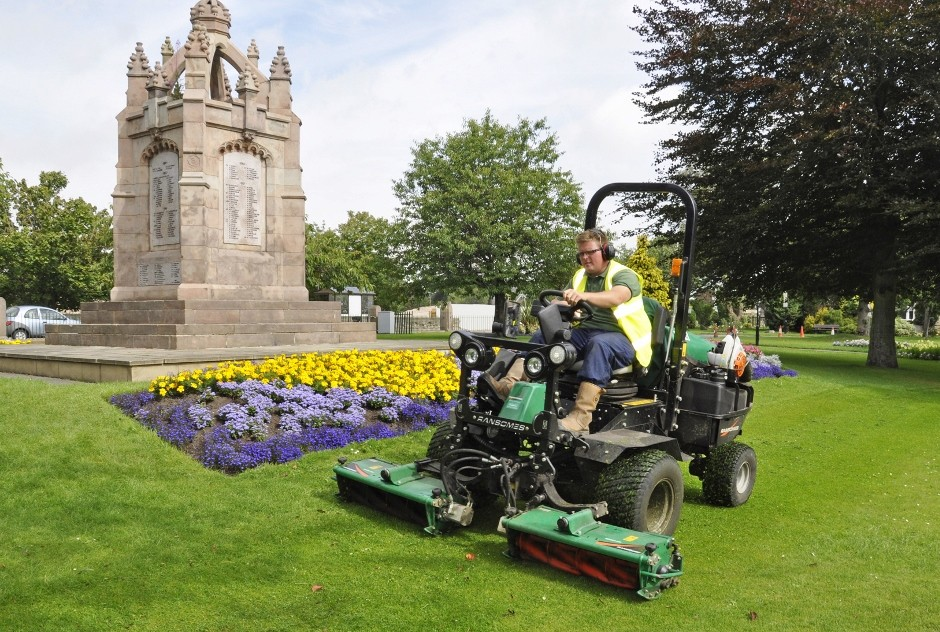 Council Opts For Ransomes Parkway 3 Mowers