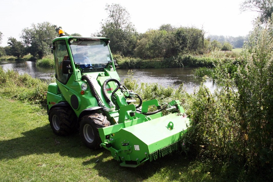 Essex Waterways Chooses Avant Tool Carrier